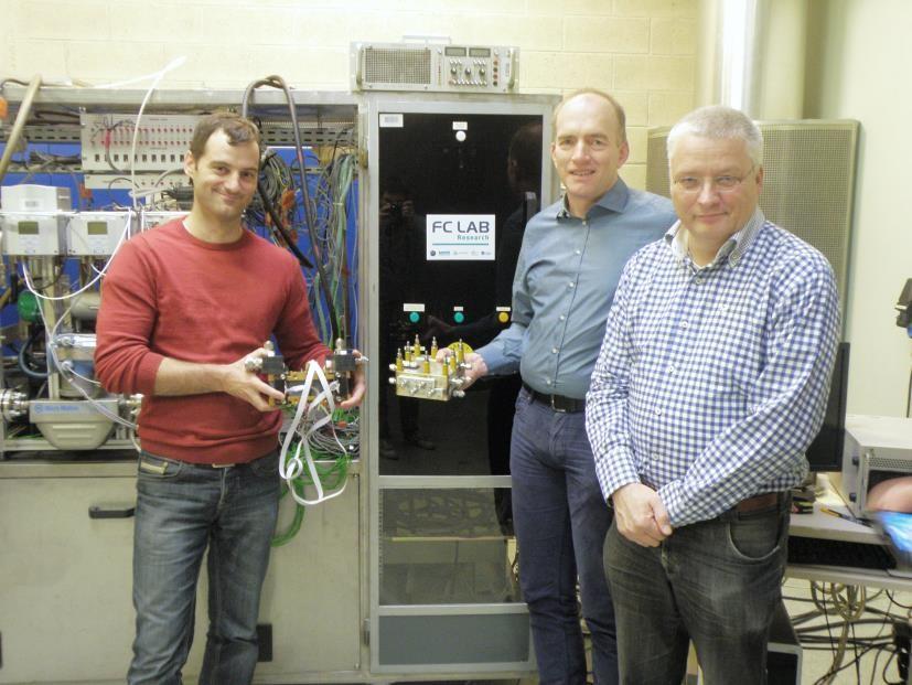 Handover of the fuel cells at FCLAB, France D. Bezmalinović (FESB), J. Kraft (EK), R. Bouwman (VDL).